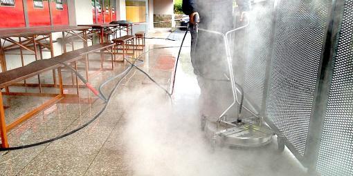 Parní čištění podlah